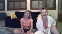 Milena Santos faz striptease ao lado de Paola Dantas em chat pornô