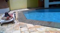 Melissa tomou sol e nadou peladinha na Piscina! Confira!