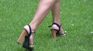 Luna Oliveira se exibindo peladinha ao ar livre