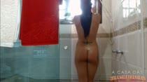Cristine Castelary exibe seu corpo gostoso no banho sensual!