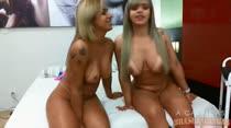 Nicolle Bittencourt volta para a casa e participa do chat de sexo junto com Angel Lima