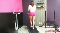 Morena Keity fazendo academia peladinha