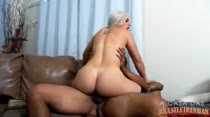 Assista aos bastidores da cena de sexo de Monica Lima!
