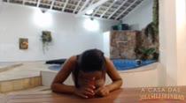 Aula de sexo oral: Tainá Monteiro mostra como se chupa um cacete