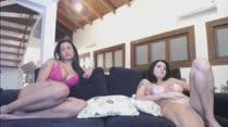 Babi Ventura e Milena Sato exibem bucetinhas em chat pornô