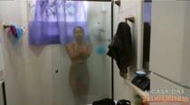 Morena toma banho ao vivo na cam! Paty Upp peladinha no chuveiro
