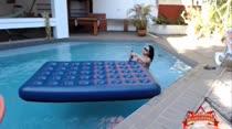 Duda Morais bebeu e caiu na piscina