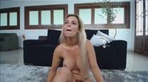 Loira gostosa mostra tudo no chat pornô