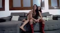 Mais um chat de sexo com Sara Beaumont e Laura Matrix