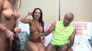 E rolou muito sexo anal com Elisa Sanches e Kid Bengala na apresentação