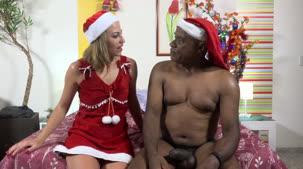 Juju Doidera e Kid em clima de Natal! E o apresentador trouxe um saco cheio de presentes para a loira