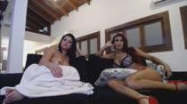 Ruiva e morena dão show de putaria em chat de sexo