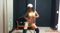Fantasia, fetiche e muita sensualidade com Nicole no pole dance