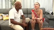 Flávia Oliveira cumpre sua promessa e dá para Kid Bengala!