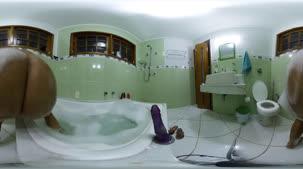 Banheira com masturbação e hidromassagem em 360º  com Mia Linz