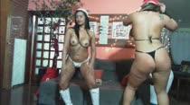 Gostosas dançam funk peladinhas em vídeo pornô