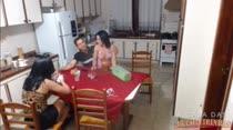 Bastidores pré filme pornô na cozinha