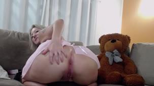 A deliciosa Rafa Denardin fez pissing no chat de sexo