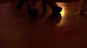 Hora do pole dance com Ellen Duarte peladinha