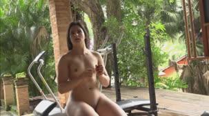 Assista ao treino sensual da gata Ellen Duarte