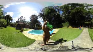 Gostosa Sexy, Amanda Souza de camiseta branca molhadinha em 360º