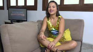 Assista ao depoimento da novata Carolina Carioca