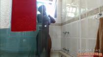 Veja Ana Júlia tomando banho!