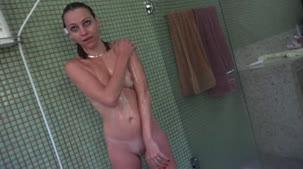 Nicole Hilton se masturbou AO VIVO na Casa