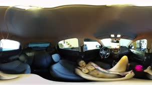 Nossa câmera 360º filmou Amanda Souza nua no carro