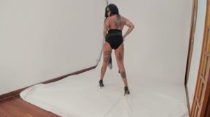 Evelyn Buarque estreou na Casa das Brasileirinhas posando nua