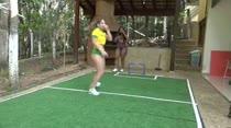 Carol e Nina jogaram uma peladinha na Casa das Brasileirinahs