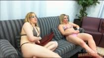 Veja essas loiras assistindo um Filme Pornô das Brasileirinhas