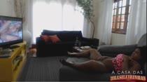 Ana Júlia assiste filme pornô