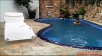 Confira Mila Albuquerque completamente nua na piscina