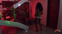 Casa das Brasileirinhas pega fogo com show erótico de morenas