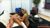 Duas gatas nuas se massageando na Casa das Brasileirinhas