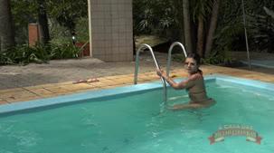 Gostosa rabuda na piscina, Amanda souza só de fio dental