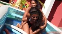 Deborah Blu e Bella Blu |Pega-sabonete| A Casa das Brasileirinhas