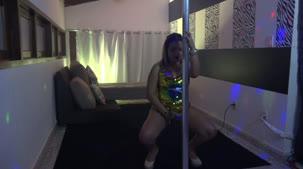 Hora da apresentação de pole dance com Bruna Safadinha