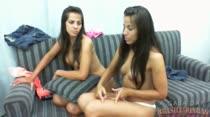 Chat ao vivo com Marcelle e Michelle, elas adoram uma putaria
