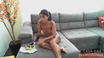 Novinha gostosa de 19 aninhos realiza os desejos no chat pornô