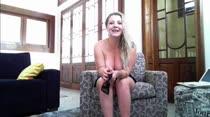 Milena Santos nua seduz assinantes no chat de sexo com dança erótica