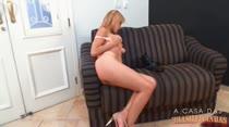 Ensaio de fotos porno com a loirinha deliciosa Cindy Blueberry!