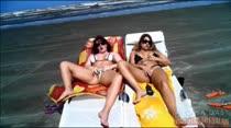 Topless e siririca na praia, elas são muito safadas mesmo, veja