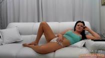 Morena Gostosa Gabriela | Assistindo Filme Pornô | A Casa das Brasileirinhas