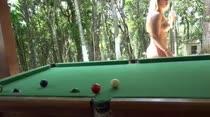 Hora de jogar uma sinuquinha na Casa das Brasileirinhas
