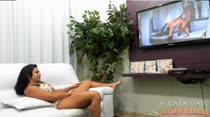 Melissa Pitanga assiste a filme pornô! Confira!