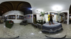 A loira Juliana Mineira caprichou na sensualidade na atividade em 360º