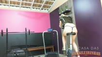 Veja a Layla rebolando nos aparelhos de ginástica